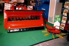 Macchina raccolta nocciole / Agricultural machine for nuts harvesting