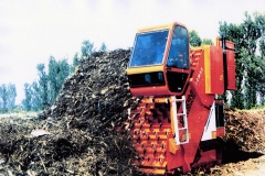 Macchina semovente per il compostaggio /Self-propelled composting machine