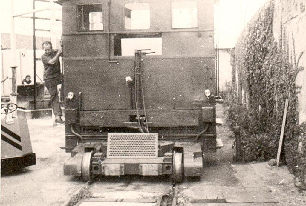 Foto-10 - Prototipo macchina per manutenzione ferrovie Svizzera